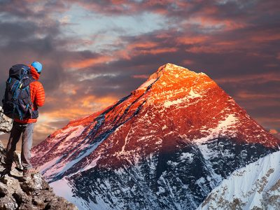 Evening sunset view of Mount Everest from Gokyo valley with tourist on the way to Everest base camp