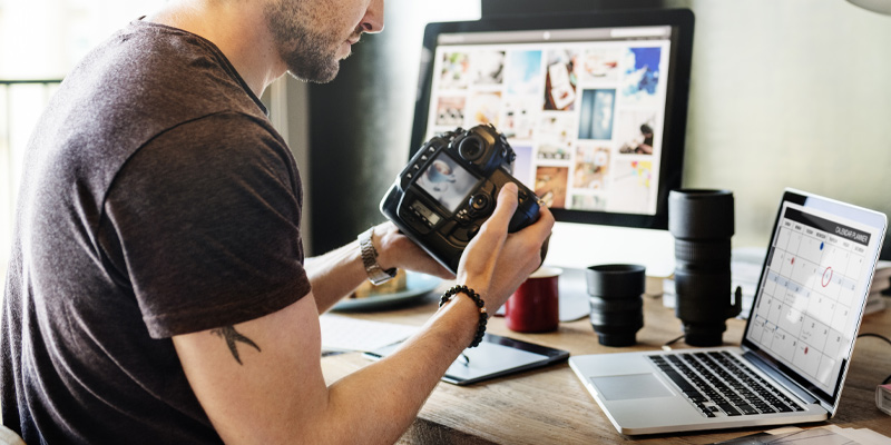 A photographer using online resources as part of his photography starter kit