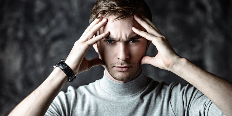 A man practising mentalism to disrupt memorisation as part of a performance.
