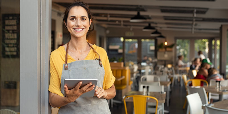 A cafe owner hoping to market and start a business online.